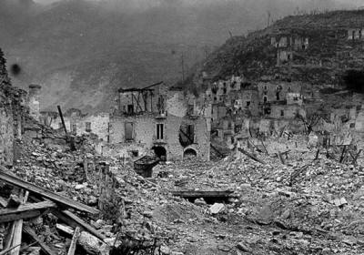 La distruzione di montecassino for Interno 7 cassino